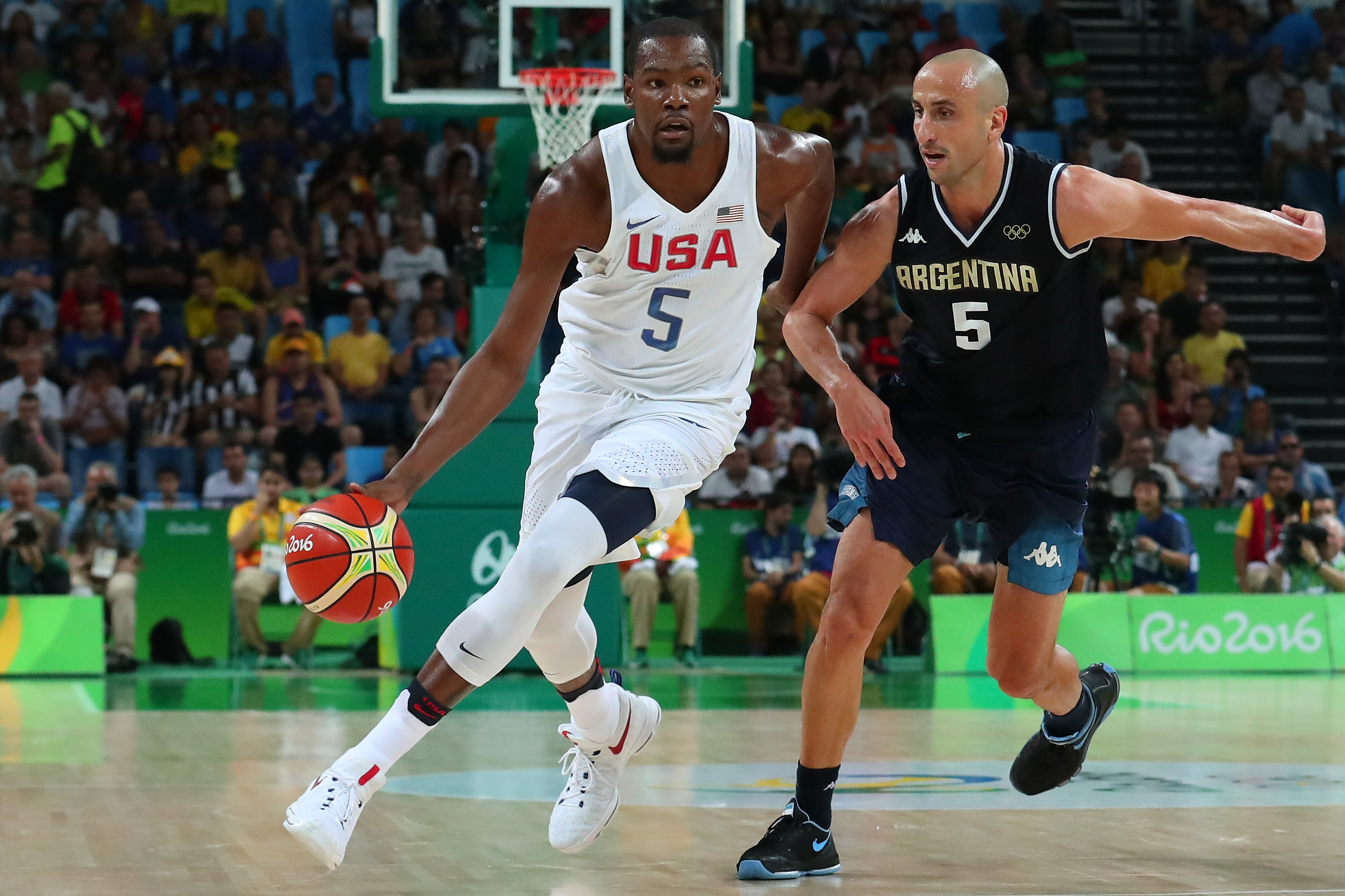 «Этой команде скучно»: как американские баскетболисты отдыхали во время Игр. Парни случайно набрели на публичный дом