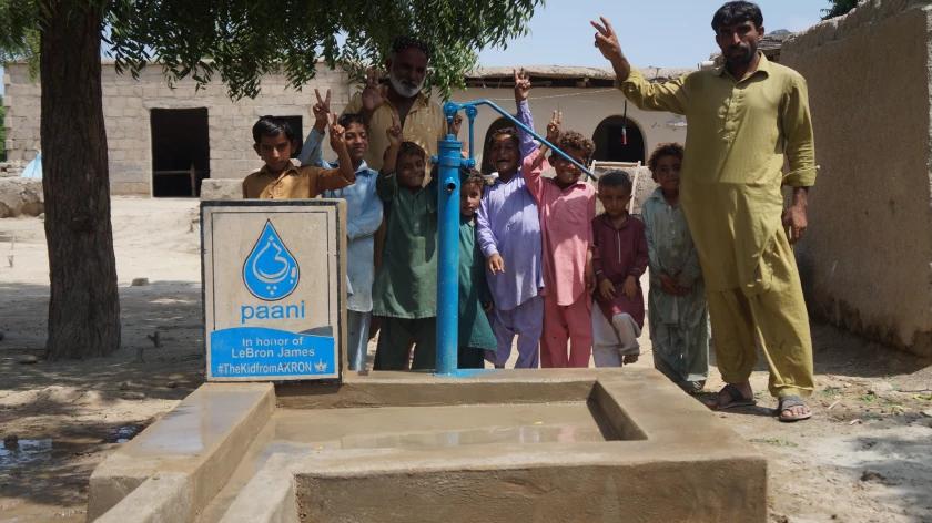 Кайри построил водоочистительный центр в Пакистане. Ирвинг принял ислам и видит цель в помощи человечеству