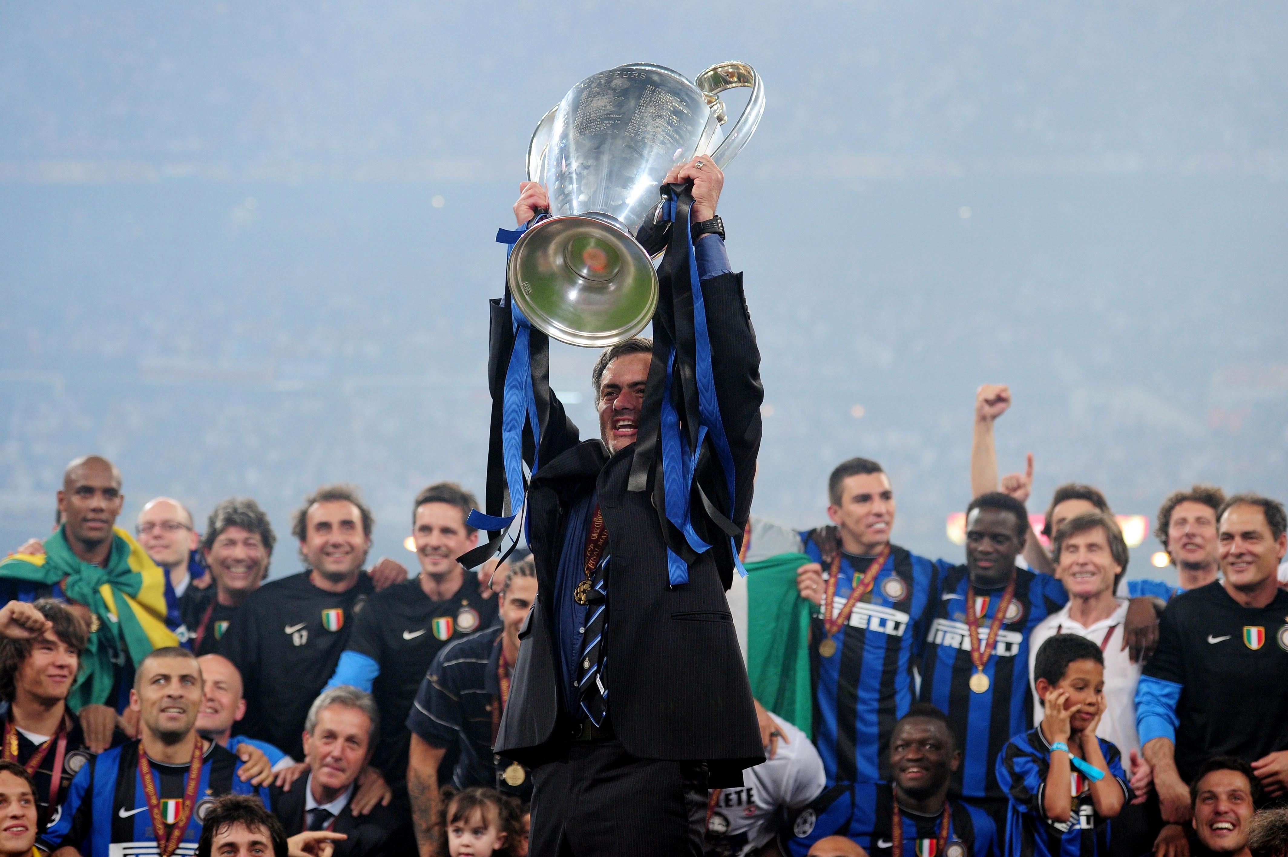 11 лет назад ЦСКА сыграл в 1/4 финала Лиги чемпионов. Перед игрой в Милане Моуринью намекнул, что скоро покинет «Интер»