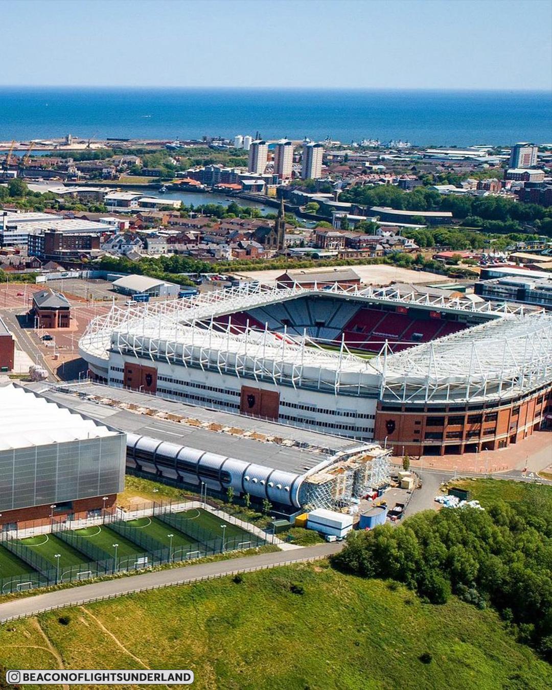 На каких стадионах играют в третьем по значимости английском дивизионе? Мы отобрали их лучшие фото с дронов