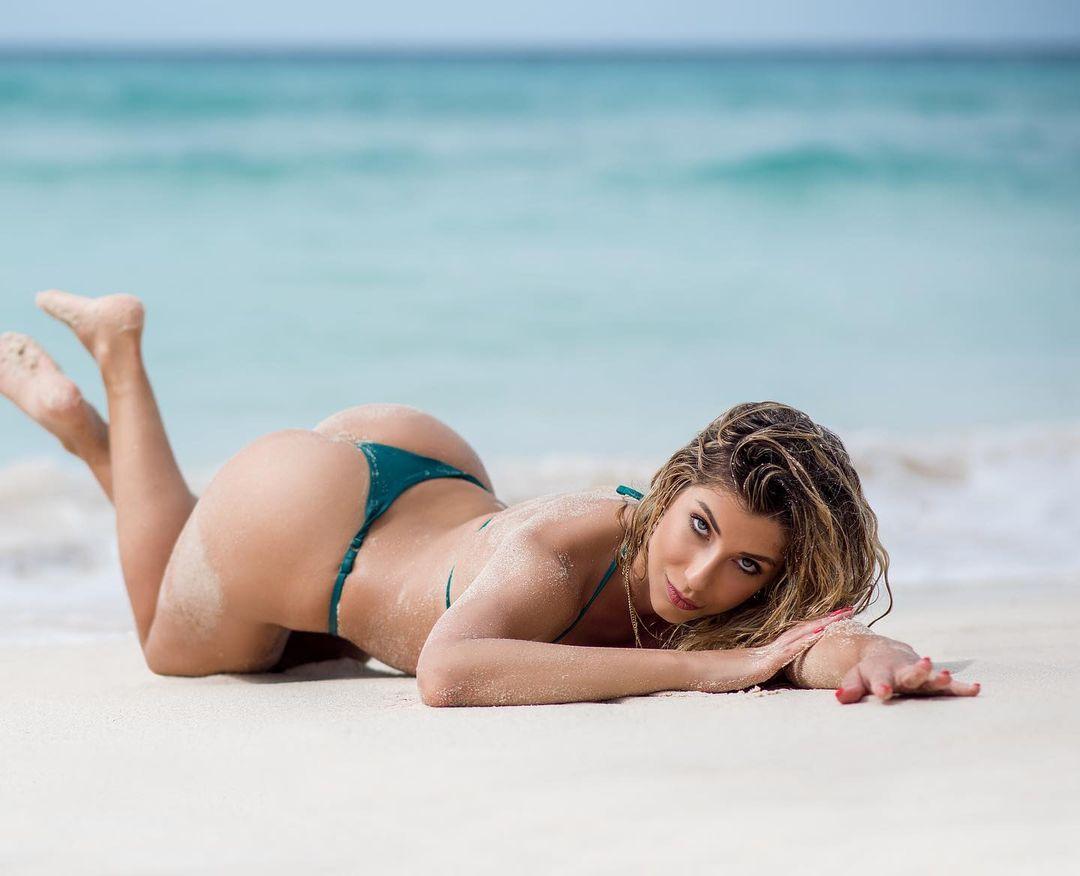 Порнозвезда заявила, что три футболиста МЮ платили ей за секс