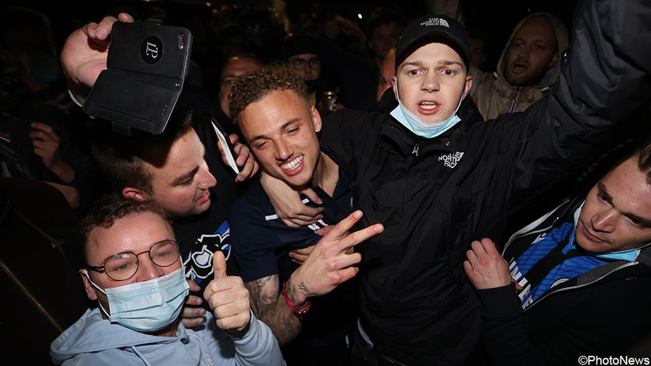 «Брюгге» вляпался сразу в два скандала: игрок зарядил кричалку про евреев, а фанаты нарушили коронавирусные запреты