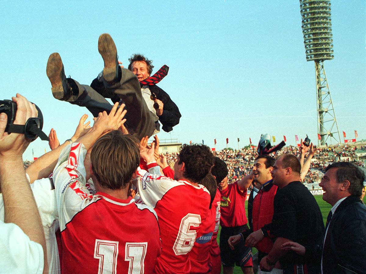 25 лет назад «Локомотив» выиграл первый трофей в российской истории. В день рождения Юрия Семина!