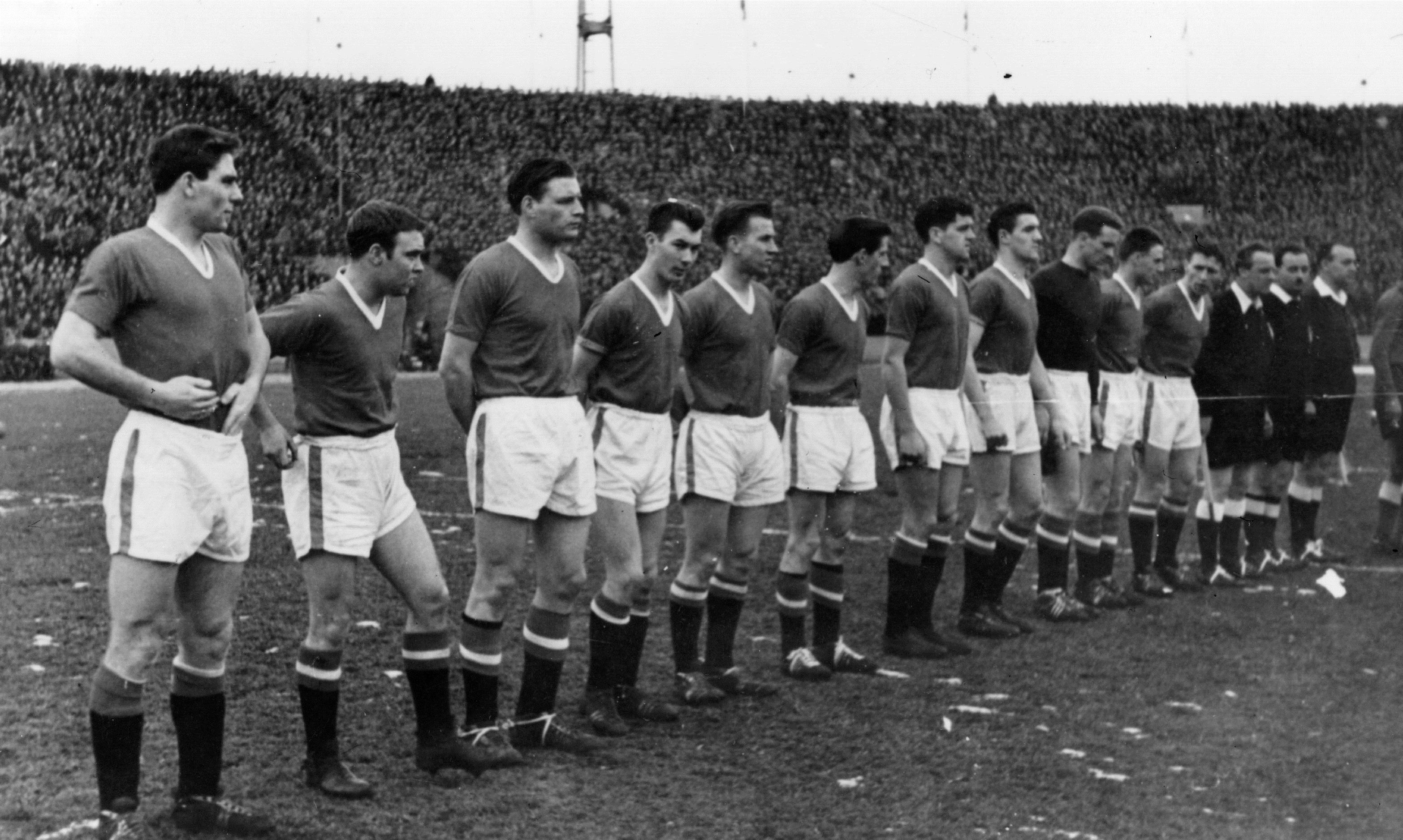 63 года назад разбился самолет с футболистами «МЮ». В 2004 году Моррисси записал невероятно красивую песню о трагедии