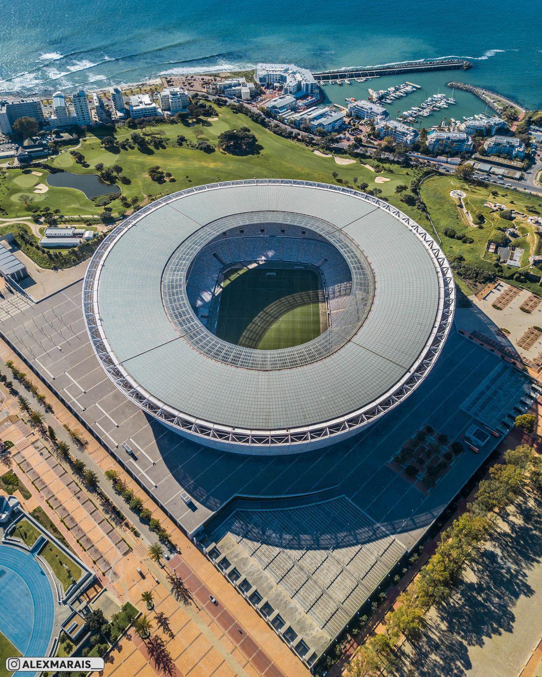 Самые сочные фотки африканского стадиона «Кейптаун», расположенного между  побережьем Атлантического океана и горами