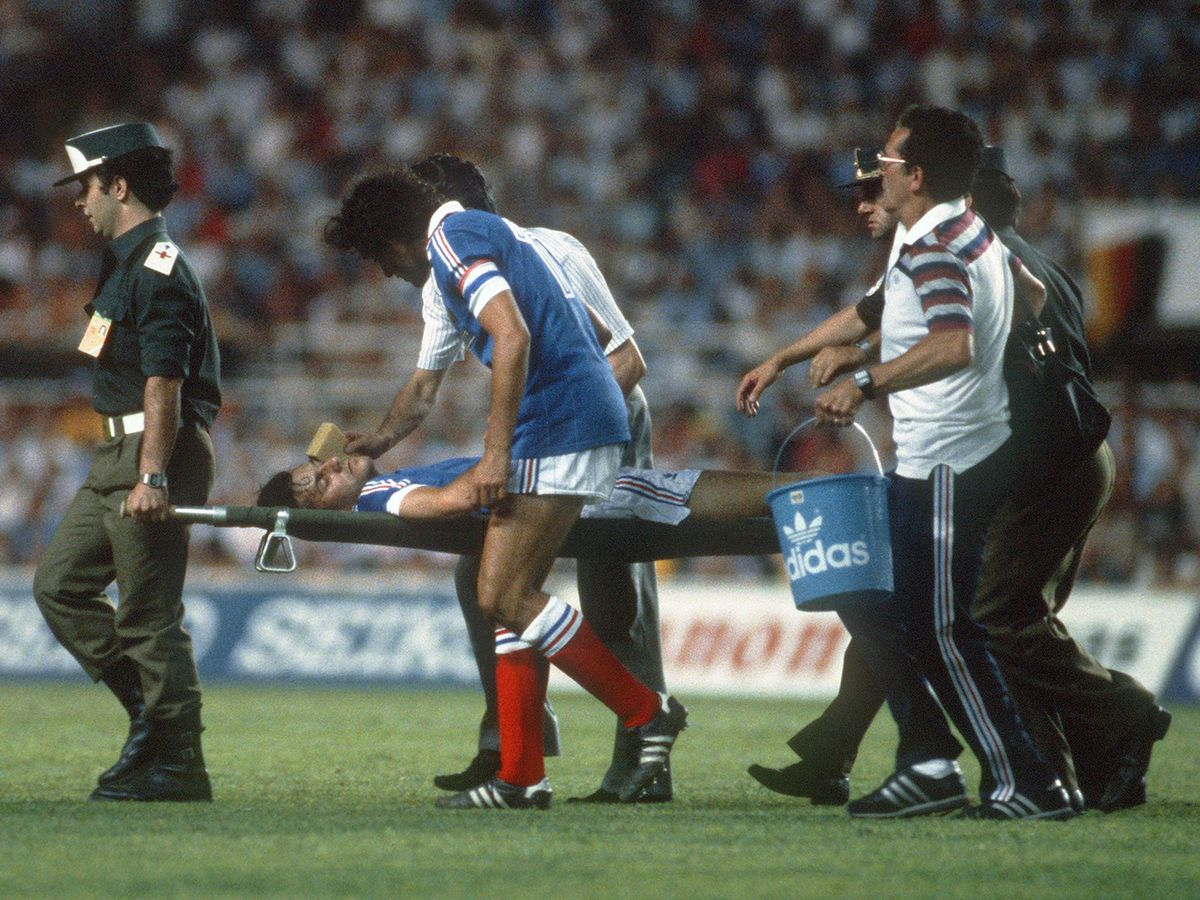 39 лет назад на чемпионате мира впервые пробили послематчевые пенальти. Конечно же выиграла Германия!