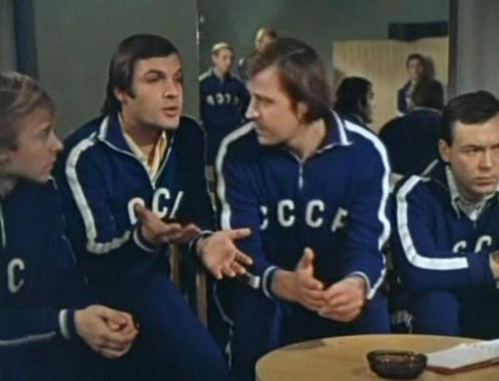 Вот 17 советских фильмов о футболе (плюс короткие рецензии). Есть даже про договорняки с Гафтом в главной роли