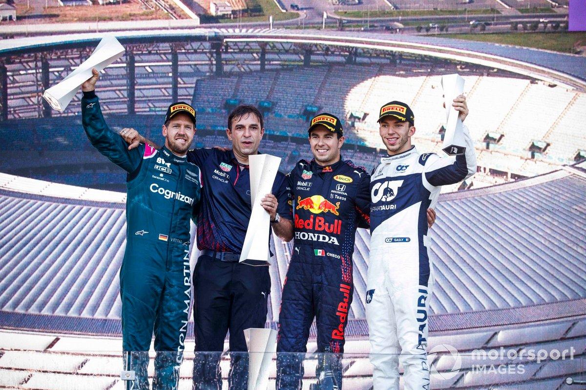 Обзор гонки в Азербайджане. Перес одержал первую победу за «Ред Булл», Феттель прорвался с 11-го места на 2-е, Гасли 3-й